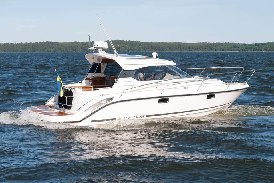 Купить Яхту Aquador 30 HT