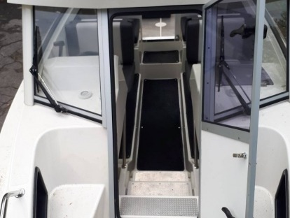 Продам катер бу Buster Cabin