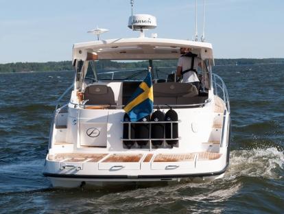 Яхта Aquador 30 HT