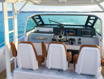 Яхта Axopar 37 T-Top