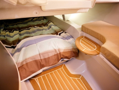 Катер Yamarin 80 Day Cruiser - спальное место