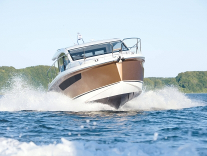 Яхта Sealine C330