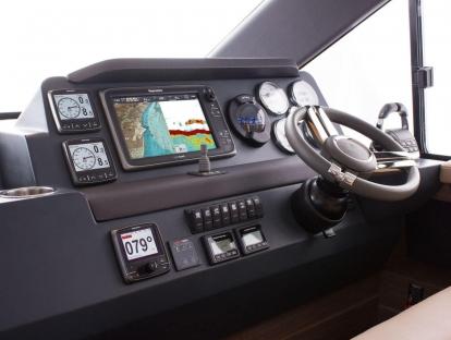 Яхта Sealine F380