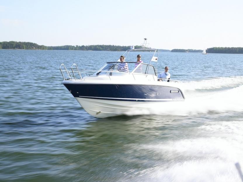 Катер Aquador Boats Walkaround 25 WA