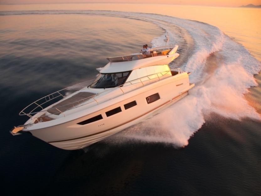 Яхта Prestige 550