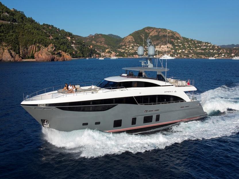 Яхта Princess 35M