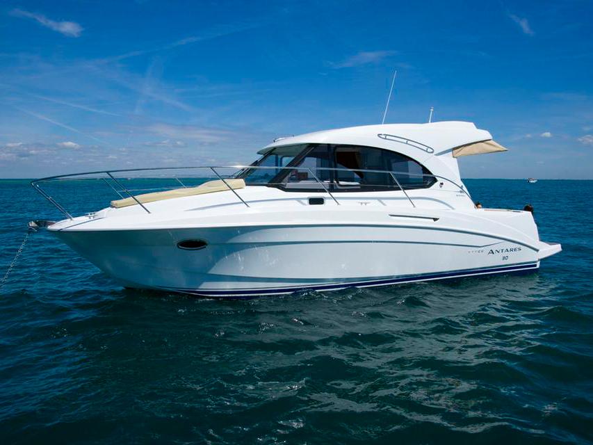 Яхта Beneteau Antares 30 S