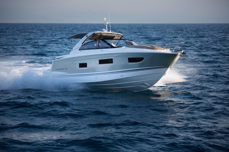 Яхта Jeanneau Leader 40