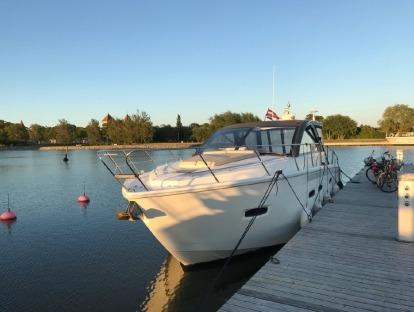 яхта бу Sealine SC 35