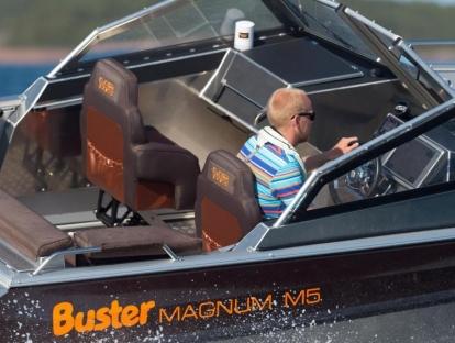 Катер Buster Magnum M5