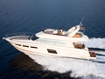Яхта Prestige 620