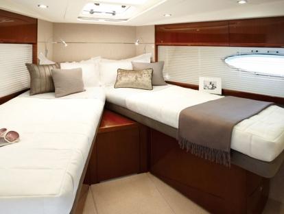 Яхта Princess V52