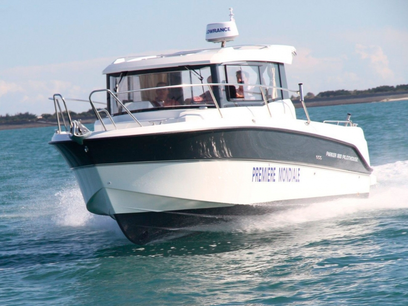 Катер Parker 800 Pilothouse