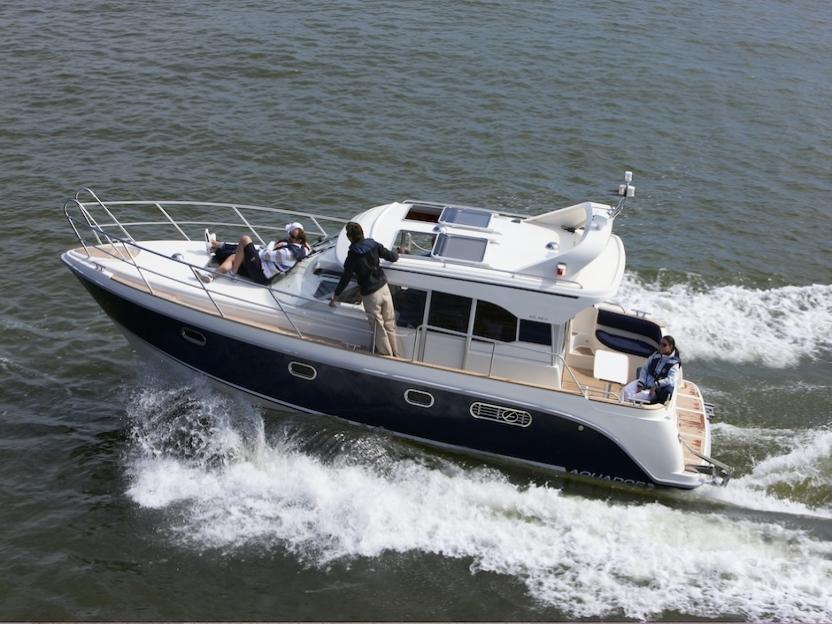 Яхта Aquador Boats Cabin 32 C