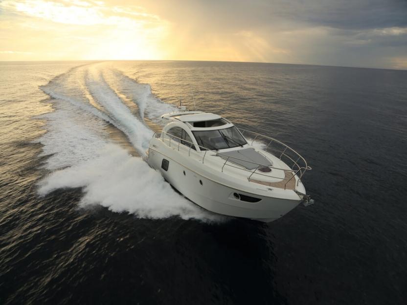 Яхта Beneteau Gran Turismo 49