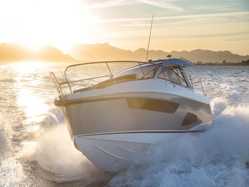 Яхта Sealine S330