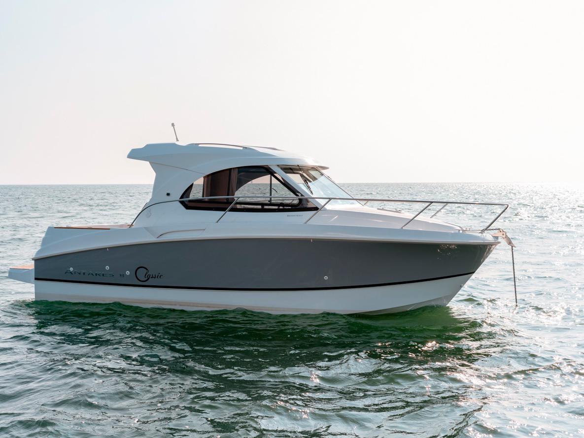 Яхта Beneteau Antares 8